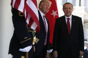 Trump vuelve a arremeter duramente con aranceles. Ahora a Turquía por su ataque a Siria