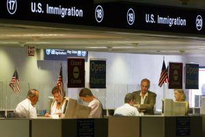 ICE no controla a visitantes con visas expiradas por ineficiencias y falta de control de salida