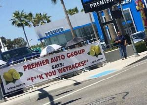 El insulto contra indocumentados que ha plagado un concesionario de coches de Buena Park