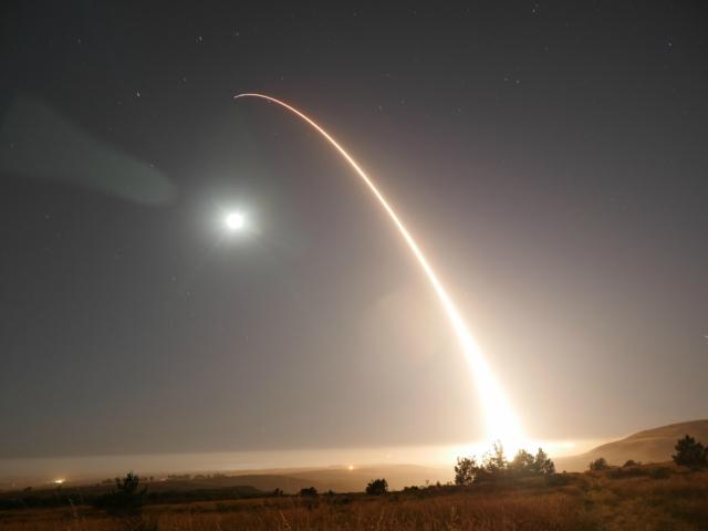 Por segunda vez en el lapso de una semana, EEUU lanza prueba de misil desde California.