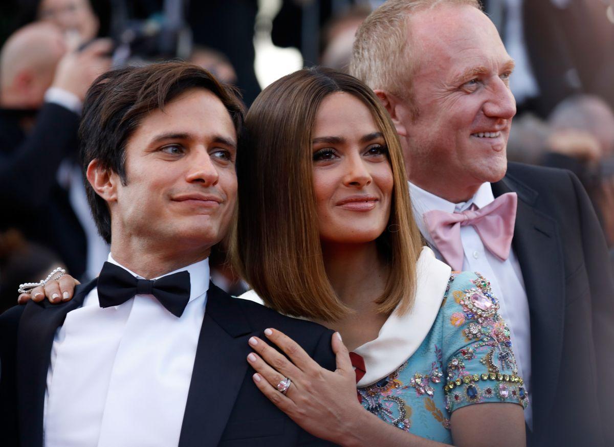 Video: Salma Hayek le da el toque mexicano a Cannes con mariachi