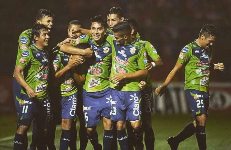 Santa Tecla se acerca a la final en El Salvador