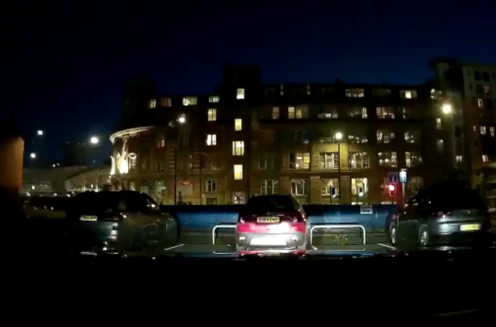 VIDEO: Cámara de un vehículo capta explosión en Manchester