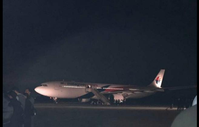 """Vuelo de Malaysia Airlines aterriza de emergencia por borracho con """"bomba"""""""