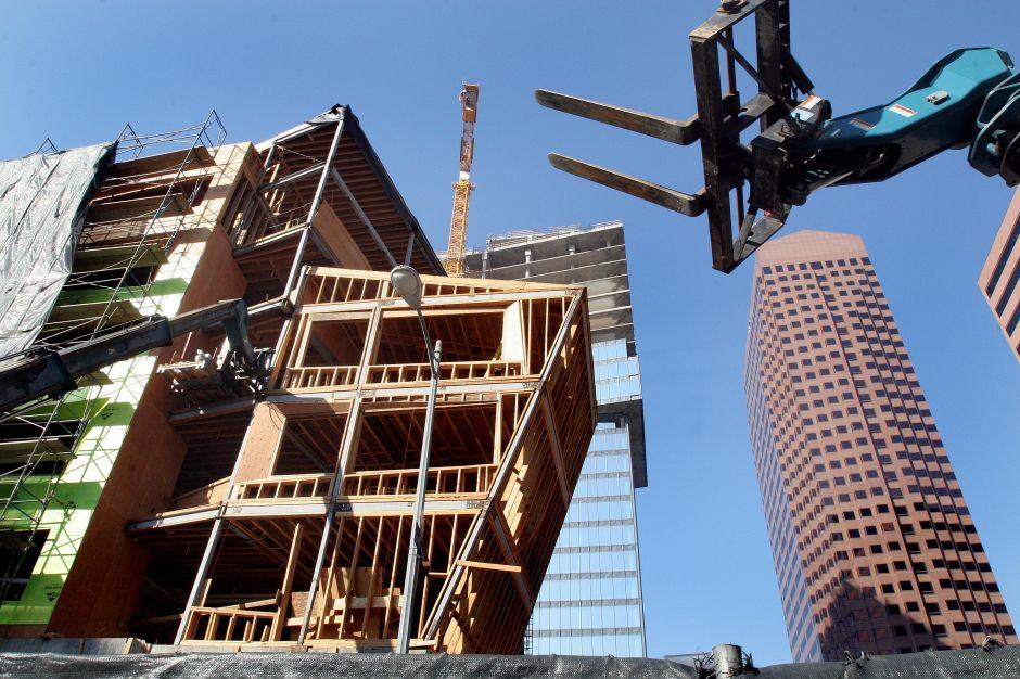 Se podrían construir más viviendas al lado de autopistas, pese a riesgos de salud
