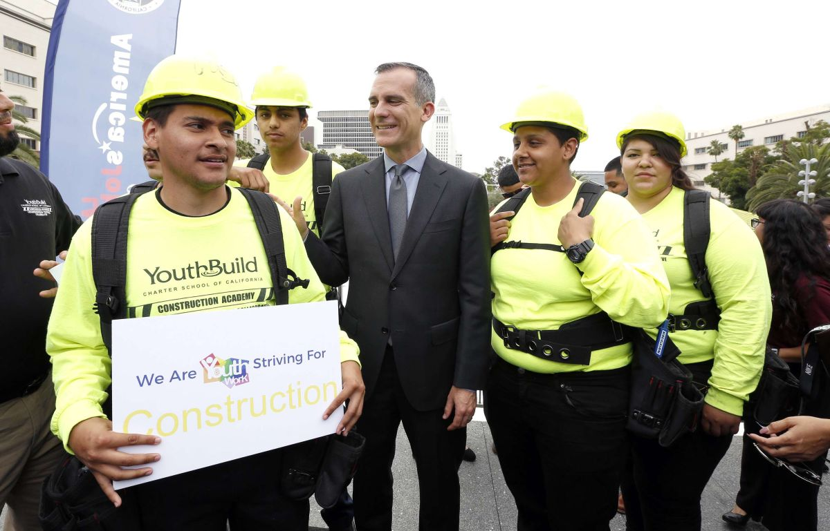 Los Ángeles ayuda a los jóvenes a conseguir trabajos este verano