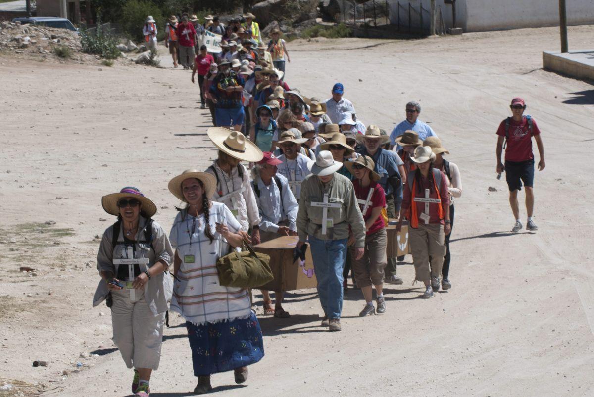 Cruzaron en protesta la frontera como lo hacen miles de indocumentados por Arizona