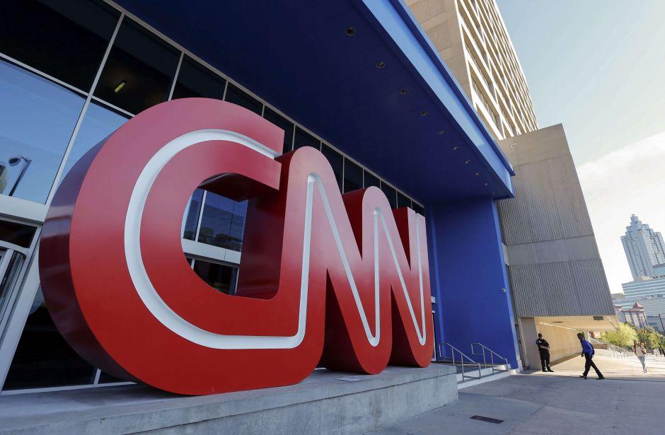 Dimiten periodistas de CNN tras retractarse de una historia sobre Rusia