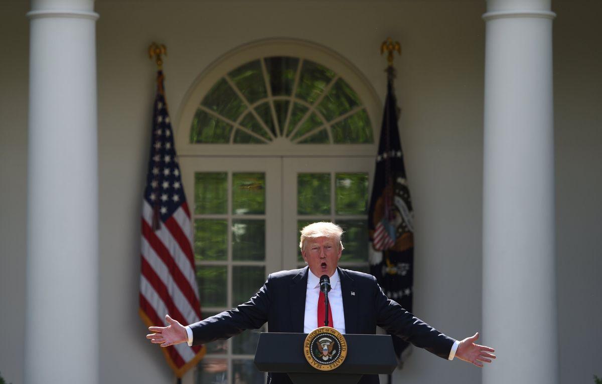 WAS25. WASHINGTON (ESTADOS UNIDOS), 01/06/2017.- El presidente de EE.UU., Donald Trump, pronuncia un discurso hoy, jueves 1 de junio de 2017, en la Casa Blanca, Washington (EE.UU.). Donald Trump anunció hoy su decisión de sacar al país del Acuerdo de París contra el cambio climático, adoptado por casi 200 países en 2015, hoy, jueves 1 de junio de 2017, en la Casa Blanca, Washington (Estados Unidos). EFE