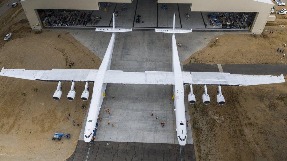 Stratolaunch: Las espectaculares cifras del avión más grande jamás construido