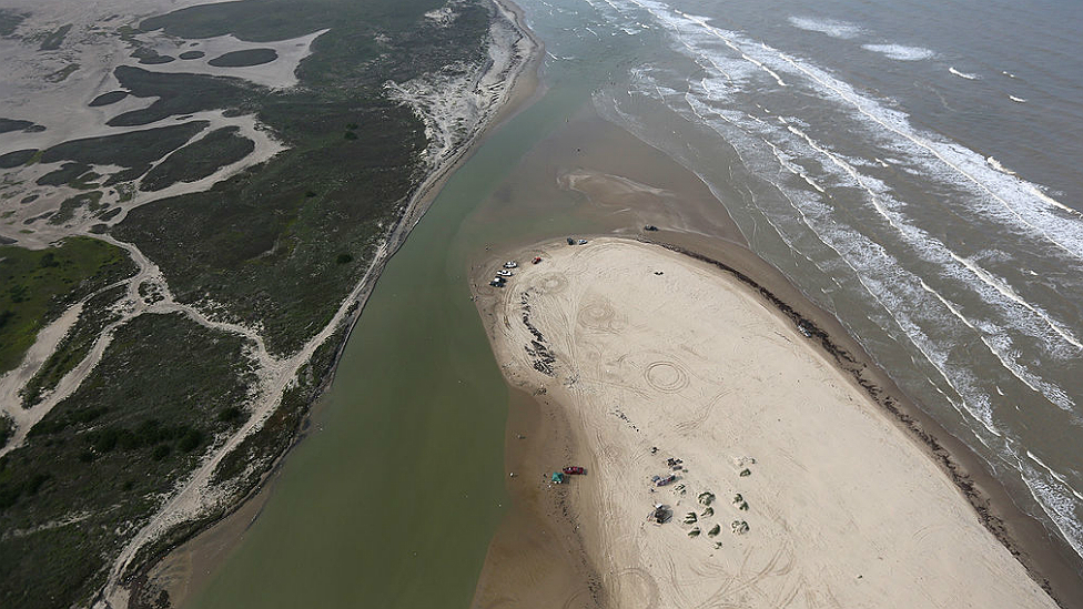 Desembocadura del río Bravo por donde la migrante hondureña cruz{o de M{exico a Estados Unidos.