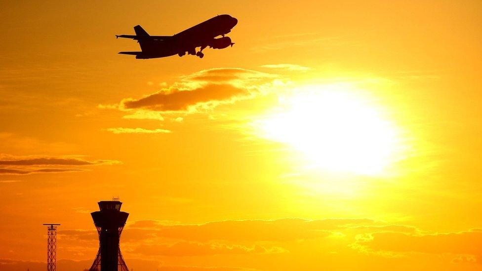 Por qué viajar en avión es más barato (o no tan caro) que hace una década