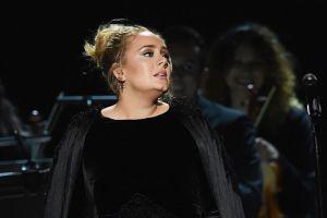 Adele también es organizadora y oficiante de bodas