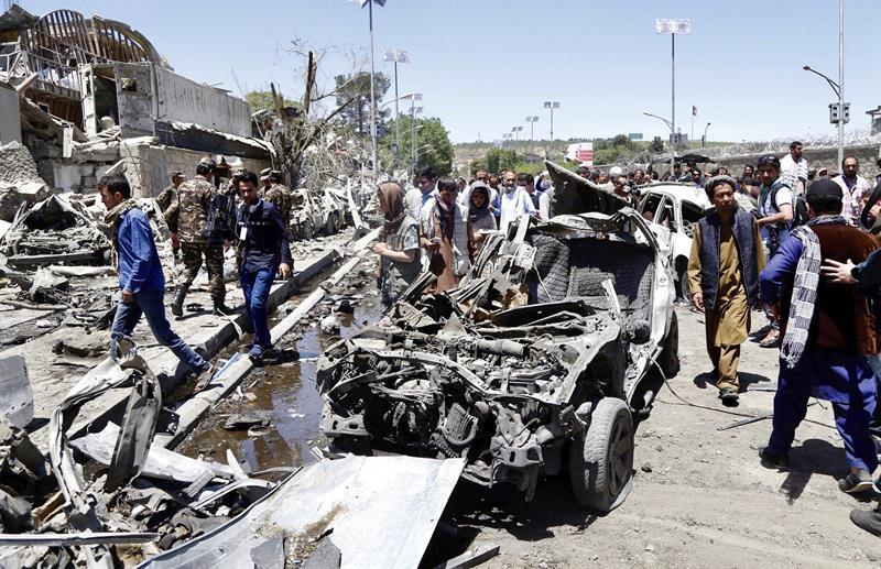 Sube a 150 el número de muertos por atentado de Kabul