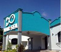 "Comando ""levanta"" a clientes y meseros de un restaurante en Sinaloa"