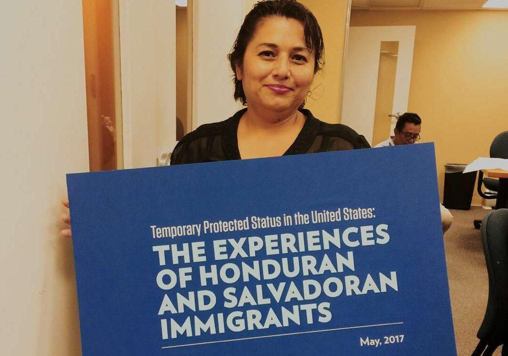 La activista salvadoreña de CARECEN, Evelyn Hernández viajará Washington para abogar por el TPS. (María Peña/Impremedia)