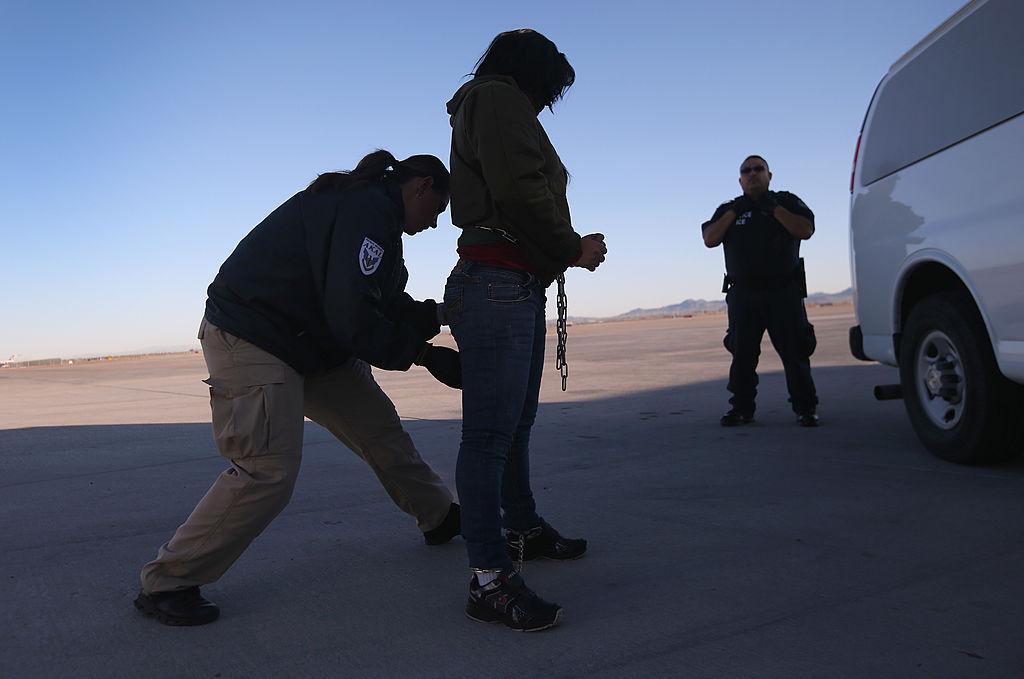 Las mujeres enviadas a centros de detención de ICE son sometidas a pruebas de embarazo.