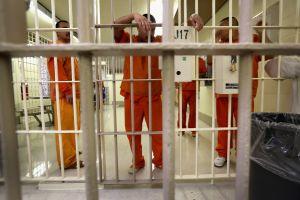 Indocumentados dispuestos a morir de hambre en cárcel de ICE en Adelanto, California