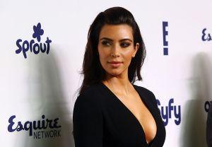 La Kim Kardashian mexicana, Joselyn Cano, presume totalmente de espalda la tanguita de su bodysuit naranja