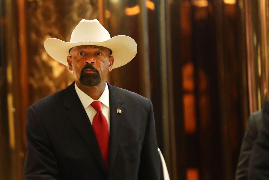DHS dice no a sheriff anti-inmigrante