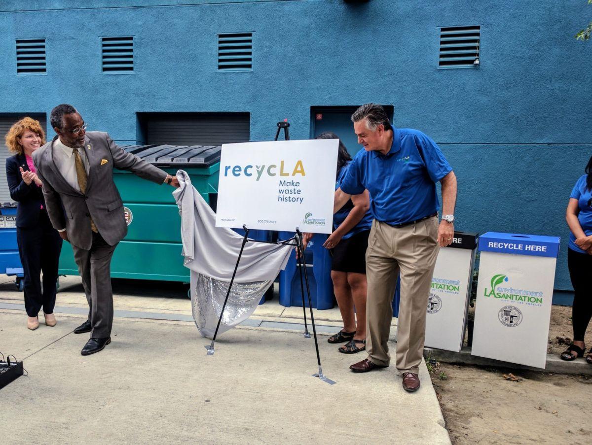 Dueños de inmuebles en Los Ángeles demandan al servicio de retiro de basura