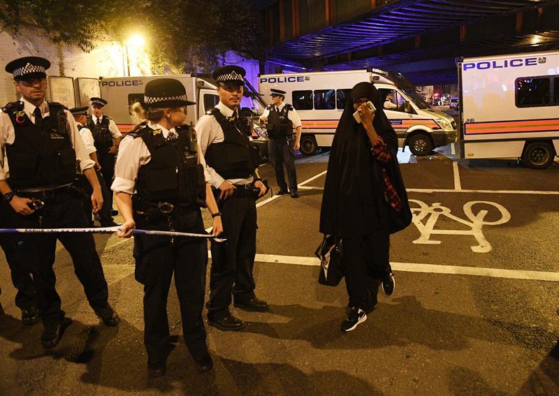 Lo que se sabe del ataque cerca de mezquita en Londres que dejó al menos 1 muerto y 10 heridos