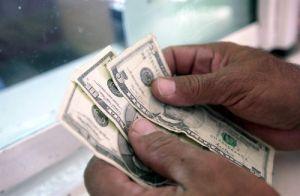 Estados Unidos se queda con 80% de comisiones de las remesas, advierte México