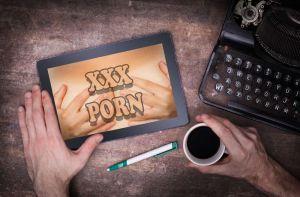 Deja la iglesia y se pasa al porno, así es su historia