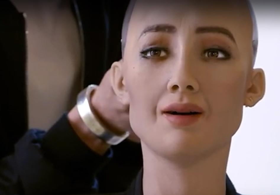 """VIDEO: Sofía, la increíble robot hiperrealista que está """"aprendiendo a ser humana"""""""