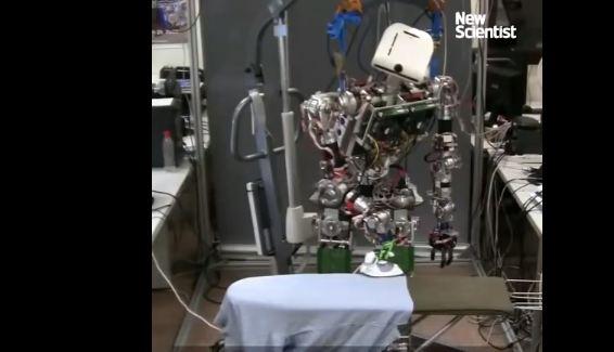 """TEO, el robot """"salvador"""" de quienes odian planchar"""