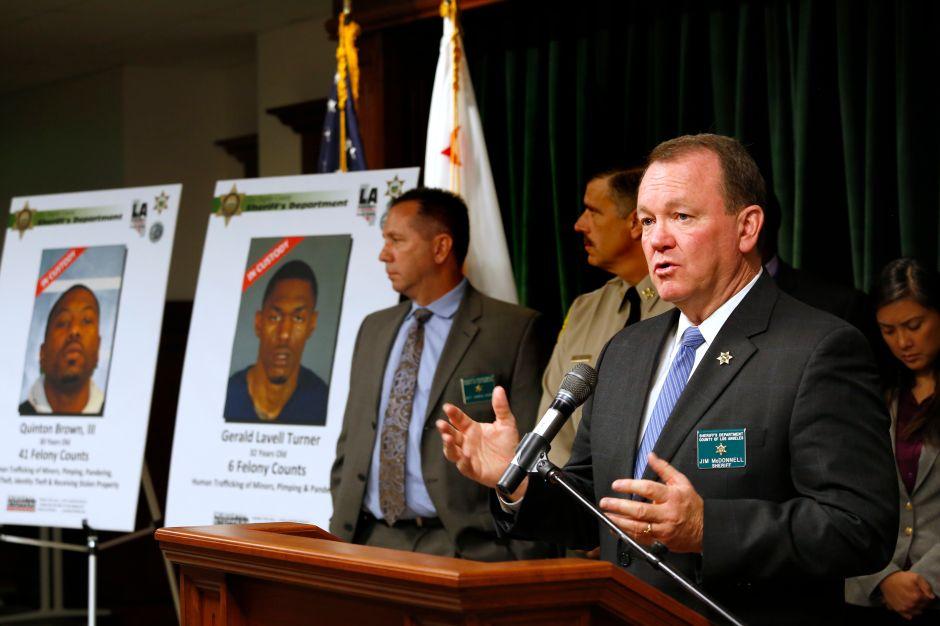 """Grupo proinmigrante demanda al sheriff de Los Ángeles por """"colusión"""" con Trump"""