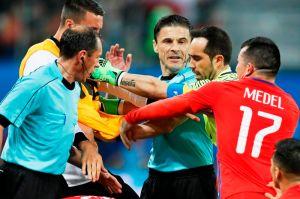 Tras el codazo de Jara y el penalti no marcado a México, el VAR de la FIFA está en entredicho