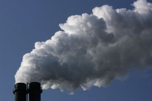 Señalan a planta metalúrgica en Long Beach por emisiones de químicos que causan cáncer