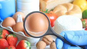 La extraña enfermedad que hace que una joven sea alérgica a todos los alimentos