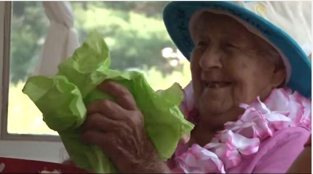 Mujer estadounidense celebró su cumpleaños 100 y revela secreto para llegar a esa edad