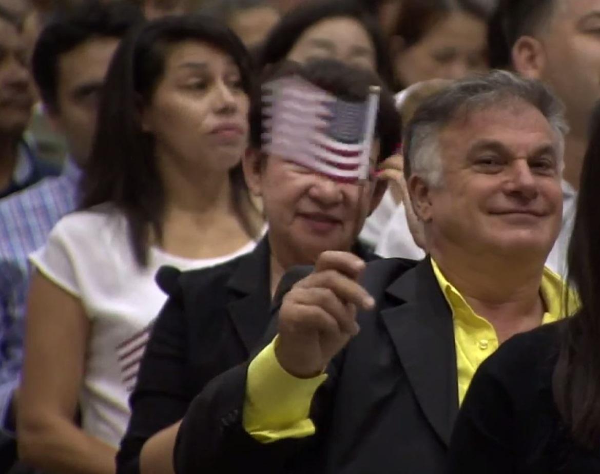 Después del juramento de lealtad, los nuevos ciudadanos podrán  inscribirse para votar.