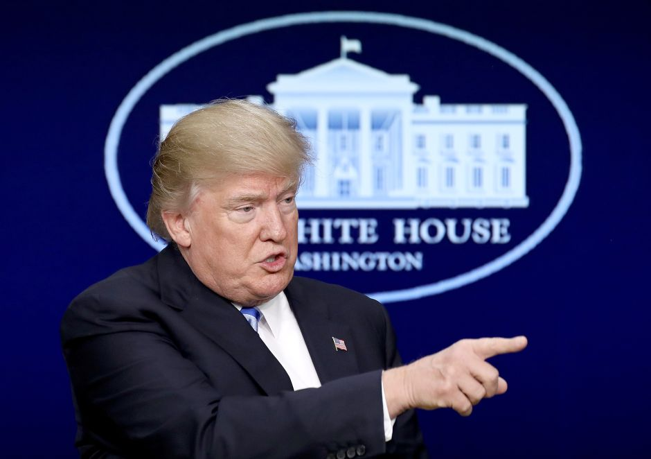Demócratas y republicanos se resisten a comisión de Trump que quiere datos de los votantes del país
