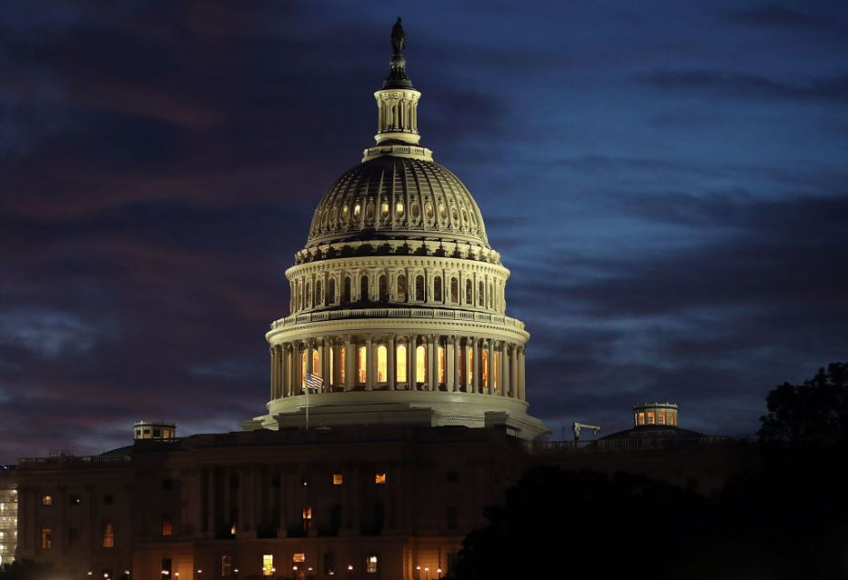Fracasa derogación de Obamacare; McCain con el voto decisivo