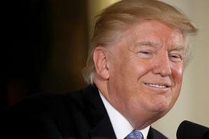 Trump rechaza caos en Casa Blanca y subraya mejores cifras económicas en años