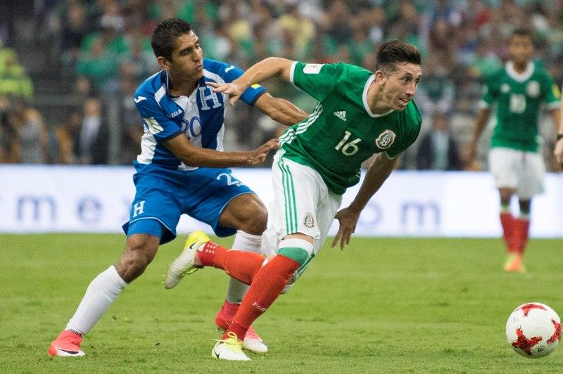 Instante del juego del Hexagonal Final de la Concacaf rumbo a la Copa Mundial Rusia 2018, entre México y Honduras, celebrado en el estadio Azteca.