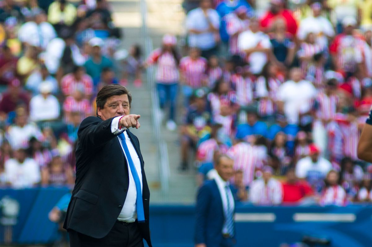 Miguel Herrera no pudo cambiar la cara del América en la SuperCopa MX.