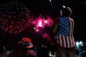 Una fiesta de luces: Día de la Independencia en LA