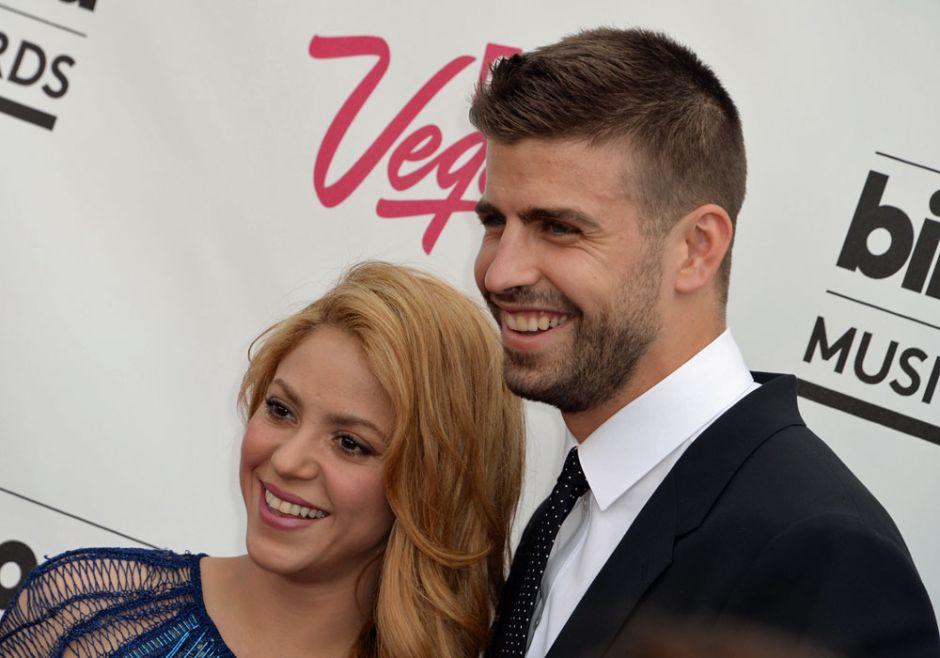 Piqué y su hijo Milan irrumpen en los ensayos de Shakira tirando balonazos
