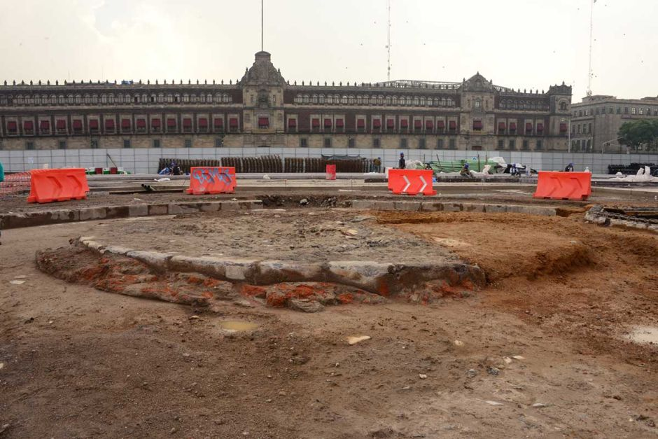 """VIDEO: Arqueólogos del INAH descubren """"el verdadero Zócalo"""" de la Ciudad de México"""