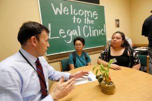 Ofrecen asesoría legal gratis sobre inmigración a universitarios de California