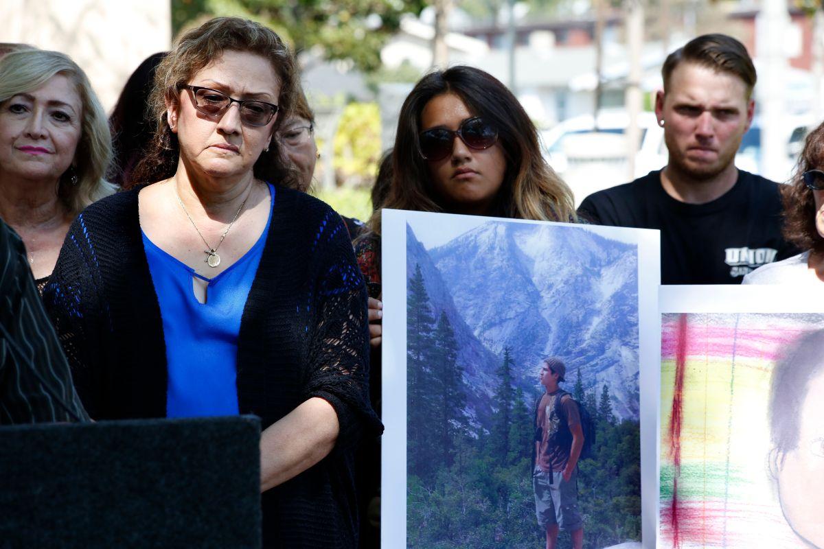 Familia de joven hispano muerto en altercado con oficiales demanda a Policía de Whittier