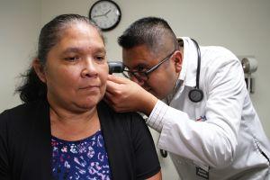 Los seguros médicos deben reembolsos masivamente: cómo saber si a ti te deben dinero