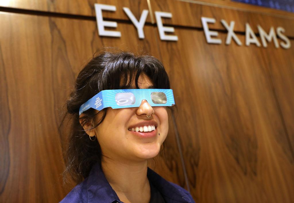 Amazon retira gafas de eclipse solar potencialmente peligrosas