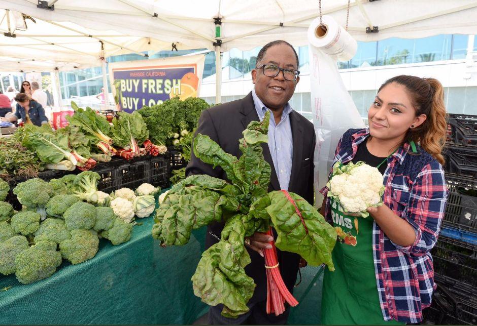 Pequeño mercado agricultor genera grandes expectativas en el sur de Los Ángeles