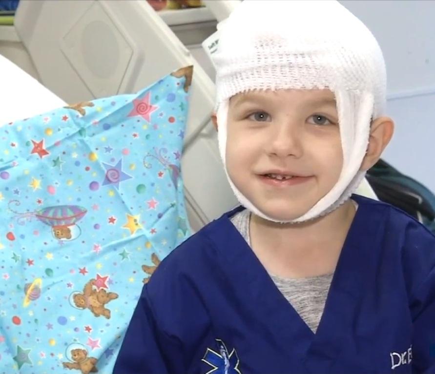 Niño de Irvine lucha cada día contra la enfermedad rara de Batten